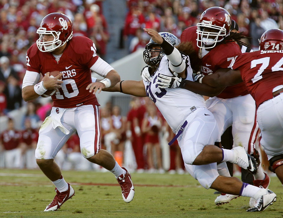 Oklahoma's Blake Bell (10) tries to escape the TCU defense during the college football game between the University of Oklahoma Sooners (OU) and the Texas Christian University Horned Frogs (TCU) at the Gaylord Family-Oklahoma Memorial Stadium on Saturday, Oct. 5, 2013 in Norman, Okla.   Photo by Chris Landsberger, The Oklahoman