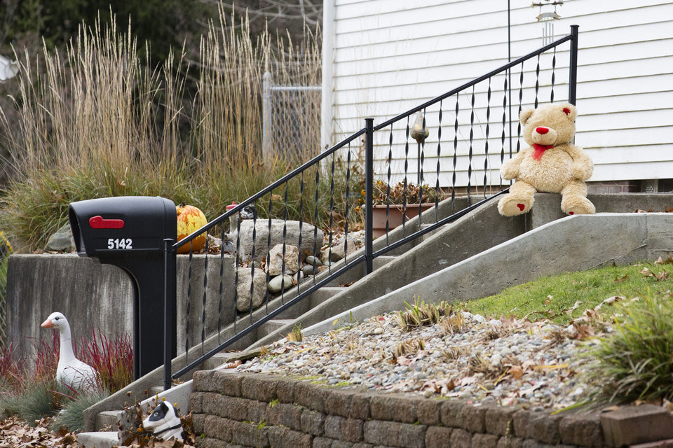 Photo -   A lone teddy bear sits on the steps of the home Tuesday Nov. 13, 2012 in Toledo, Ohio. Three children, their uncle, and their grandmother were found dead inside a garage at the house Monday in what appears to be a murder-suicide amid a custody dispute. (AP Photo/Rick Osentoski)