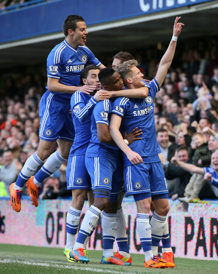 Photo - Chelsea's Andre Schuerrle, right celebrates with teammates after scoring his sides second goal during their English Premier League soccer match between Chelsea and Arsenal at Stamford Bridge stadium in London, Saturday, March 22,  2014. (AP Photo/Alastair Grant)