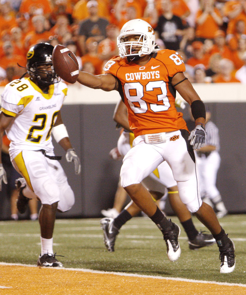 Photo - TOUCHDOWN: Dameron Fooks glides in for a TD during the college football game between the Oklahoma State University Cowboys (OSU) and the Grambling State University Tigers (GSU) at Boone Pickens Stadium in Stillwater, Okla., Saturday, September 26, 2009. Photo by Doug Hoke, The Oklahoman ORG XMIT: KOD