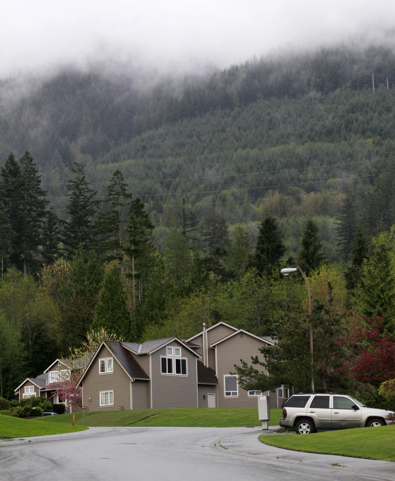 Photo -   Homes in a woodsy suburb are seen adjacent to a wilderness area and nearby trail access several miles from where a gun-toting survivalist is suspected of killing his wife and daughter several days earlier Friday, April 27, 2012, in North Bend, Wash. Peter Alex Keller may be holed up in a self-made fort not far from where Seattle's outer suburbs give way to the vast recreational playground of Cascade Mountains. Police expect more people to hit the nearby trails this weekend, and deputies are warning them to steer clear of Keller if they think they see him. (AP Photo/Elaine Thompson)