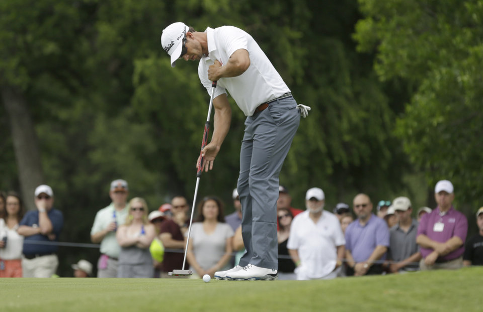 Photo - Adam Scott putts on the second hole during the final round of the PGA Colonial golf tournament in Fort Worth, Texas, Sunday, May 25, 2014. (AP Photo/LM Otero)