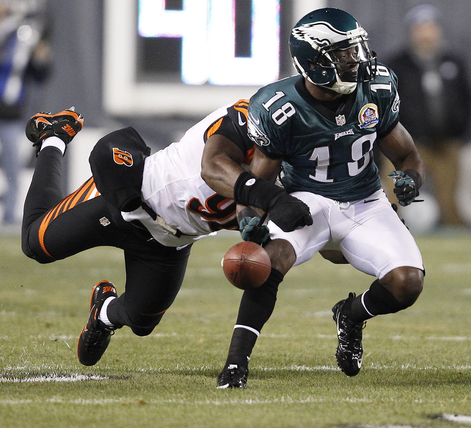 Cincinnati Bengals' Carlos Dunlap, left, knocks the ball out of the hands of  Philadelphia Eagles' Jeremy Maclin, right, during the first quarter of an NFL football game at Lincoln Financial Field in Philadelphia on Dec. 13, 2012.   (AP Photo/Philadelphia Daily News, David Maialetti)