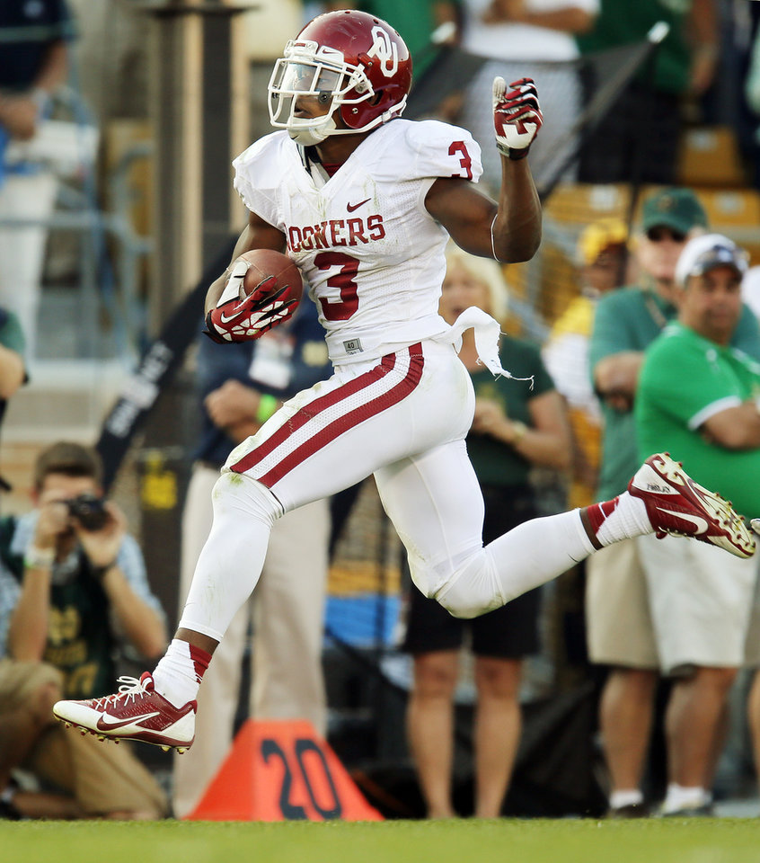 Photo - Oklahoma's Sterling Shepard (3) runs after a catch on his way to a touchdown in the fourth quarter during a college football game between the University of Oklahoma Sooners and the Notre Dame Fighting Irish at Notre Dame Stadium in South Bend, Ind., Saturday, Sept. 28, 2013. OU won, 35-21. Photo by Nate Billings, The Oklahoman