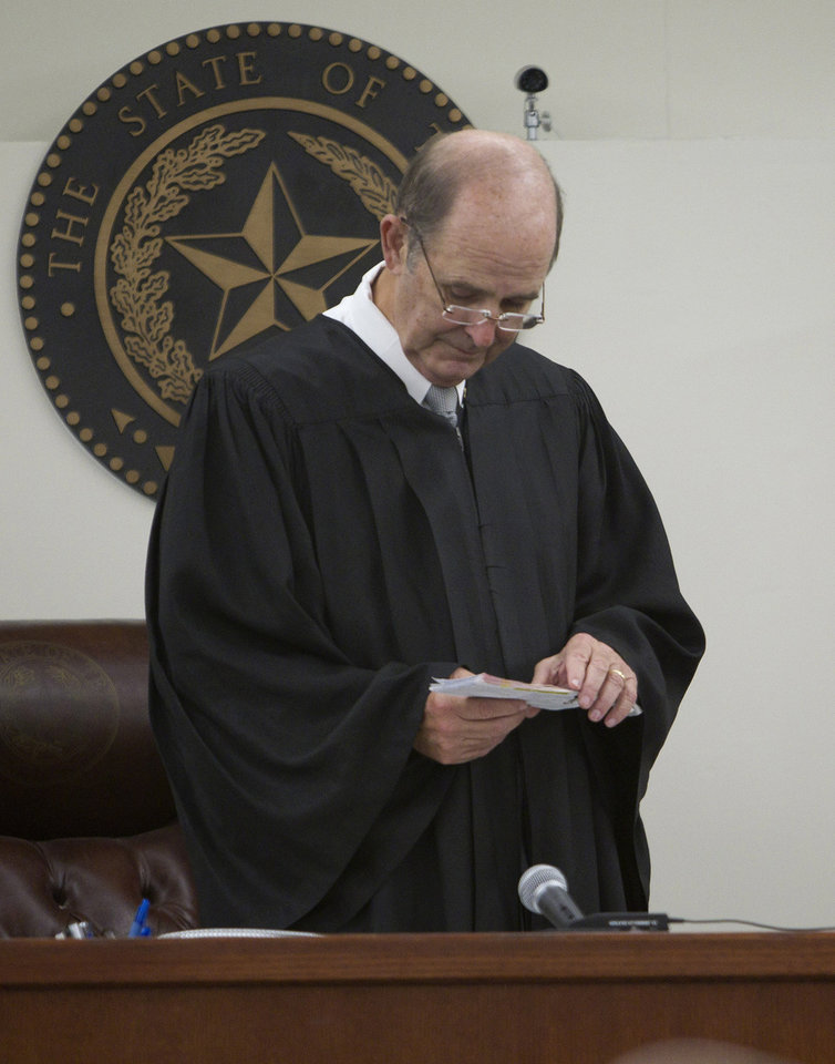 Judge Mike Thomas receives the guilty verdict from the jury for Steven Lawayne Nelson in the suffocation death of Arlington pastor Clint Dobson on Monday, Oct. 8, 2012. (AP Photo/Star-Telegram/Joyce Marshall)