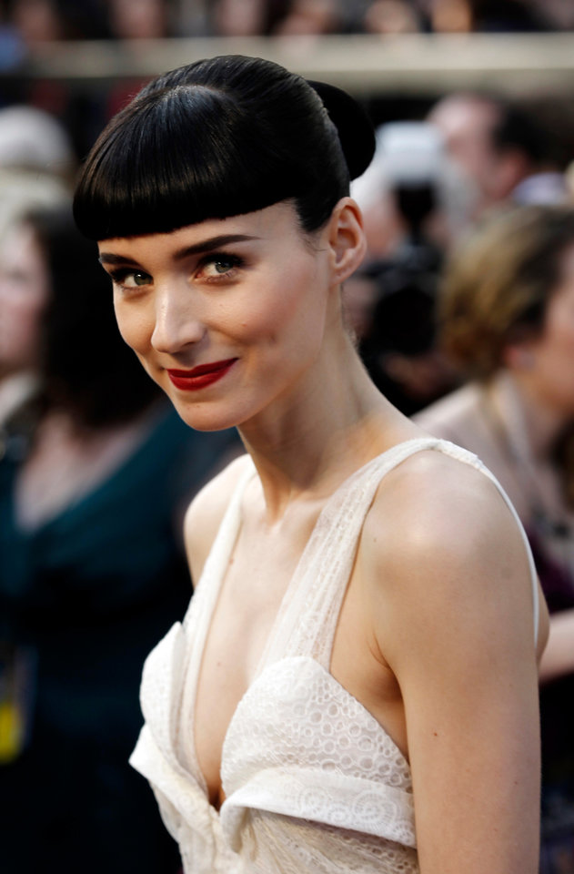 Rooney Mara arrives before the 84th Academy Awards on Sunday, Feb. 26, 2012, in the Hollywood section of Los Angeles. (AP Photo/Matt Sayles) ORG XMIT: OSC173