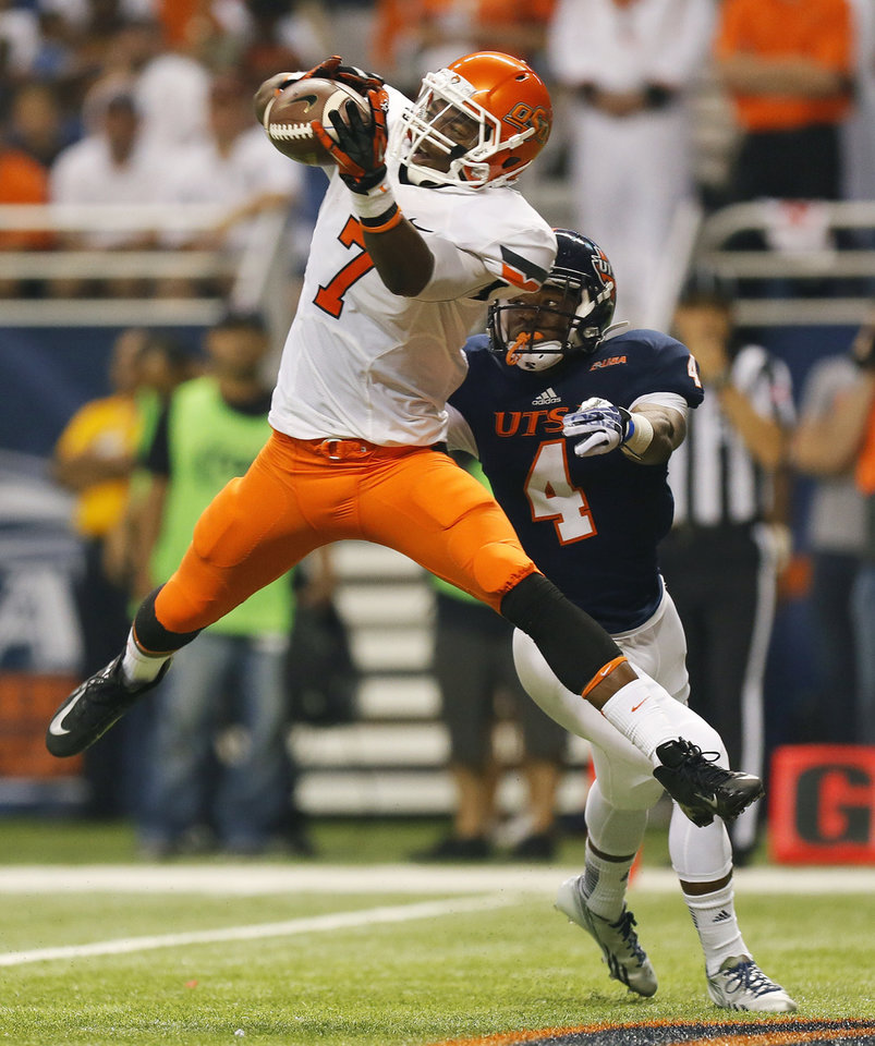 Photo - OSU's Brandon Sheperd (7) makes a touchdown catch in front of UTSA's Crosby Adams III (4) in the first quarter during a college football game between the University of Texas at San Antonio Roadrunners (UTSA) and the Oklahoma State University Cowboys (OSU) at the Alamodome in San Antonio, Saturday, Sept. 7, 2013.  Photo by Nate Billings, The Oklahoman