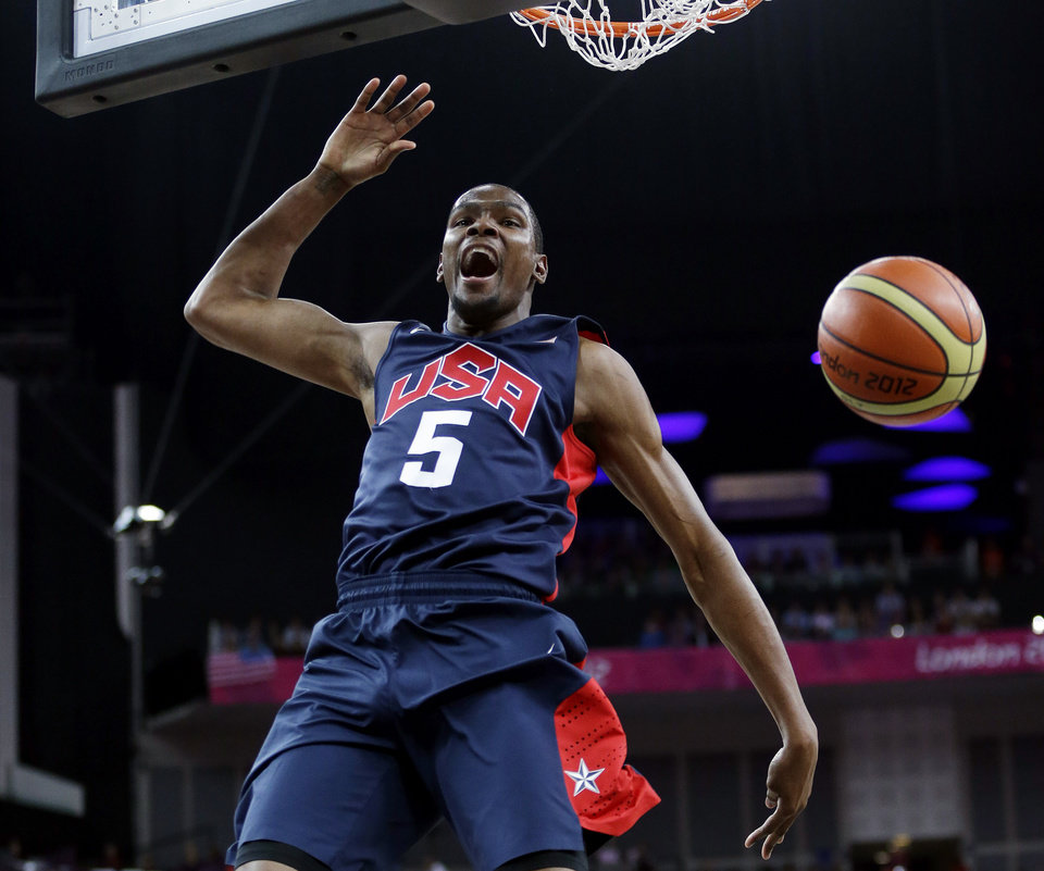 Photo -   United States' Kevin Durant (5) reacts after he slam dunks against Argentina during a semifinal men's basketball game at the 2012 Summer Olympics, Friday, Aug. 10, 2012, in London. (AP Photo/Eric Gay)