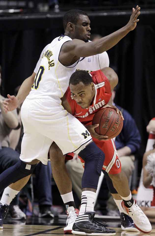 Photo -   Ohio State forward Deshaun Thomas, right, drives against Michigan guard Tim Hardaway Jr. in the second half of an NCAA college basketball game in the semifinals of the Big Ten Conference tournament in Indianapolis, Saturday, March 10, 2012. (AP Photo/Michael Conroy)