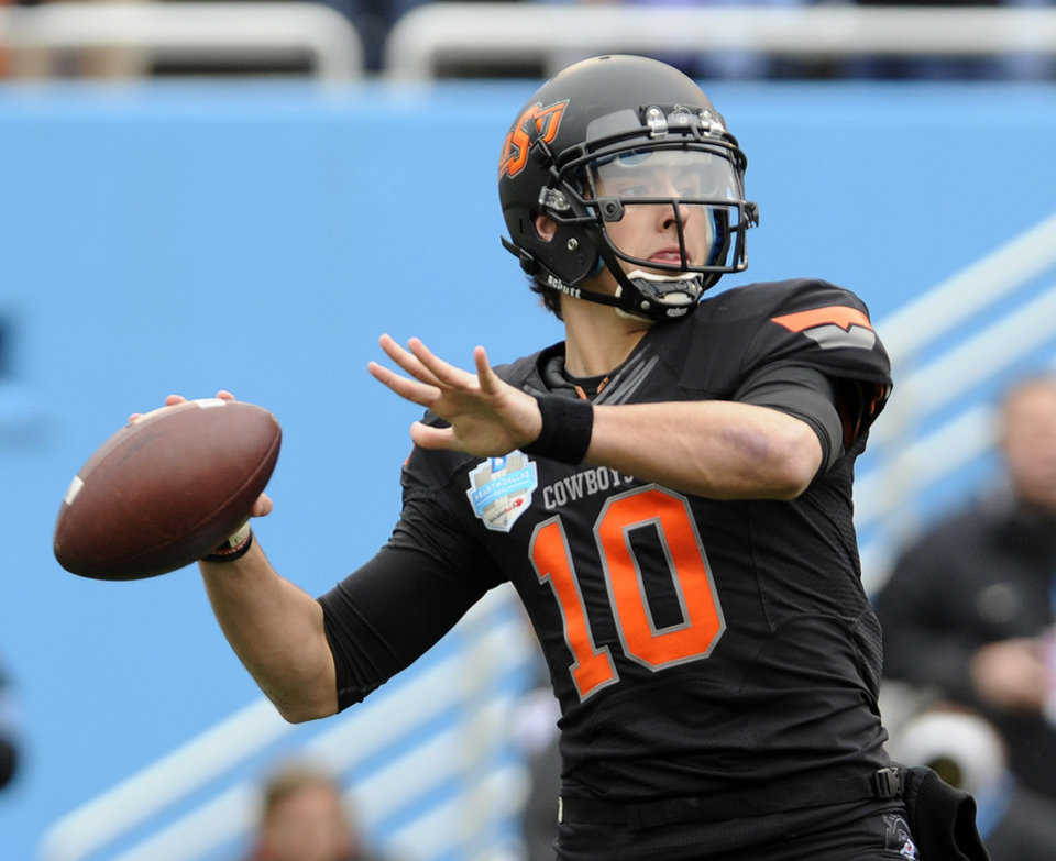 Oklahoma State quarterback Clint Chelf throws a pass in the first half during Heart of Dallas Bowl NCAA college football game against the Purdue, Tuesday, Jan. 1, 2013 in Dallas. (AP Photo/Matt Strasen)