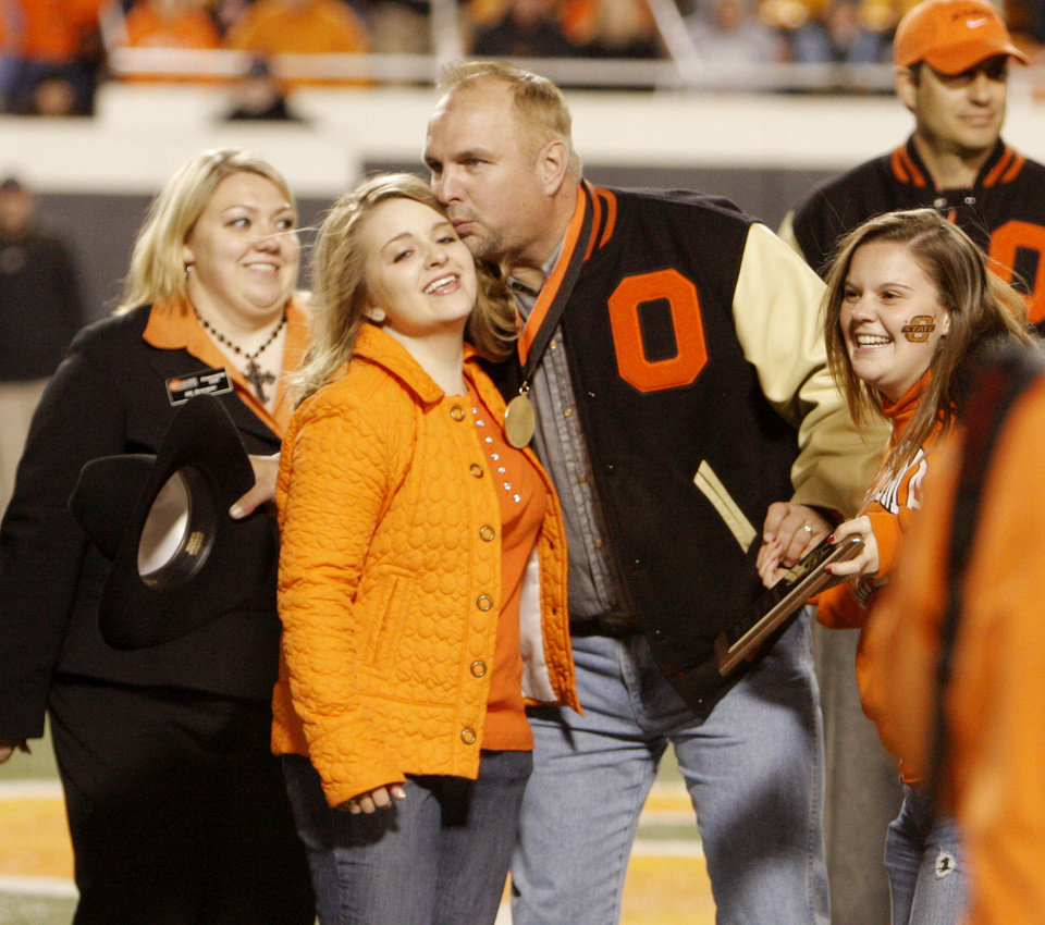 Photo - Garth Brooks takes part in handing out awards fro homecoming at halftime at the college football game between Oklahoma State University (OSU) and the University of Missouri (MU) at Boone Pickens Stadium in Stillwater, Okla. Saturday, Oct. 17, 2009.  Photo by Doug Hoke, The Oklahoman
