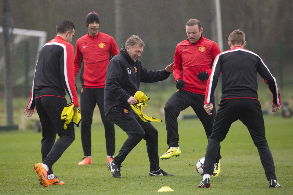 Photo - Manchester United's manager David Moyes, centre left, trains with his team including striker Wayne Rooney, centre, at Carrington training ground in Manchester, Tuesday, March 18, 2014. Manchester United will play Olympiakos in a Champions League last 16 second leg soccer match on Wednesday. (AP Photo/Jon Super)