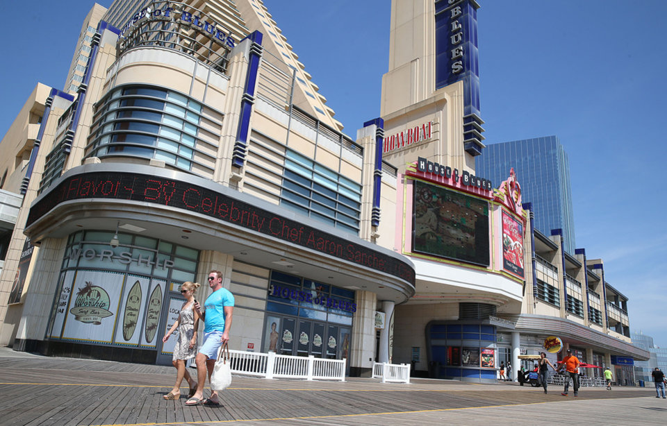 Photo - People walk past the Showboat a few hours before closing, Sunday, Aug. 31 2014, in Atlantic City N.J.  (AP Photo/The Press of Atlantic City, Ben Fogletto)