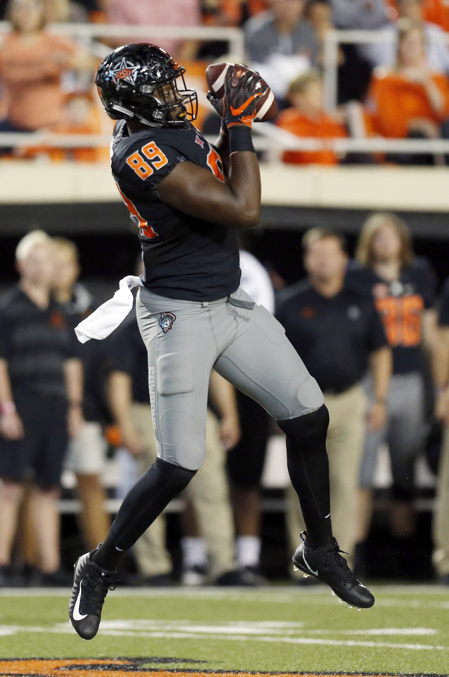 Photo - Oklahoma State's Jelani Woods (89) makes a catch in the third quarter during a college football game between Oklahoma State (OSU) and South Alabama at Boone Pickens Stadium in Stillwater, Okla., Saturday, Sept. 8, 2018. Photo by Nate Billings, The Oklahoman