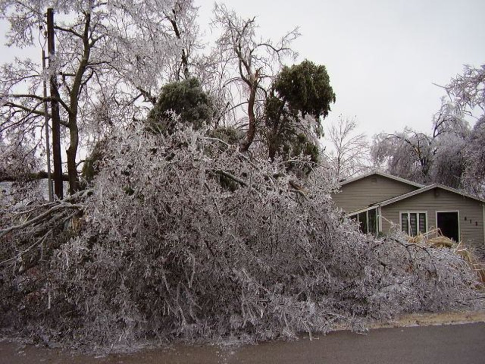 ice storm 2007<br/><b>Community Photo By:</b> Tommy Allen<br/><b>Submitted By:</b> Tommy, midwest city