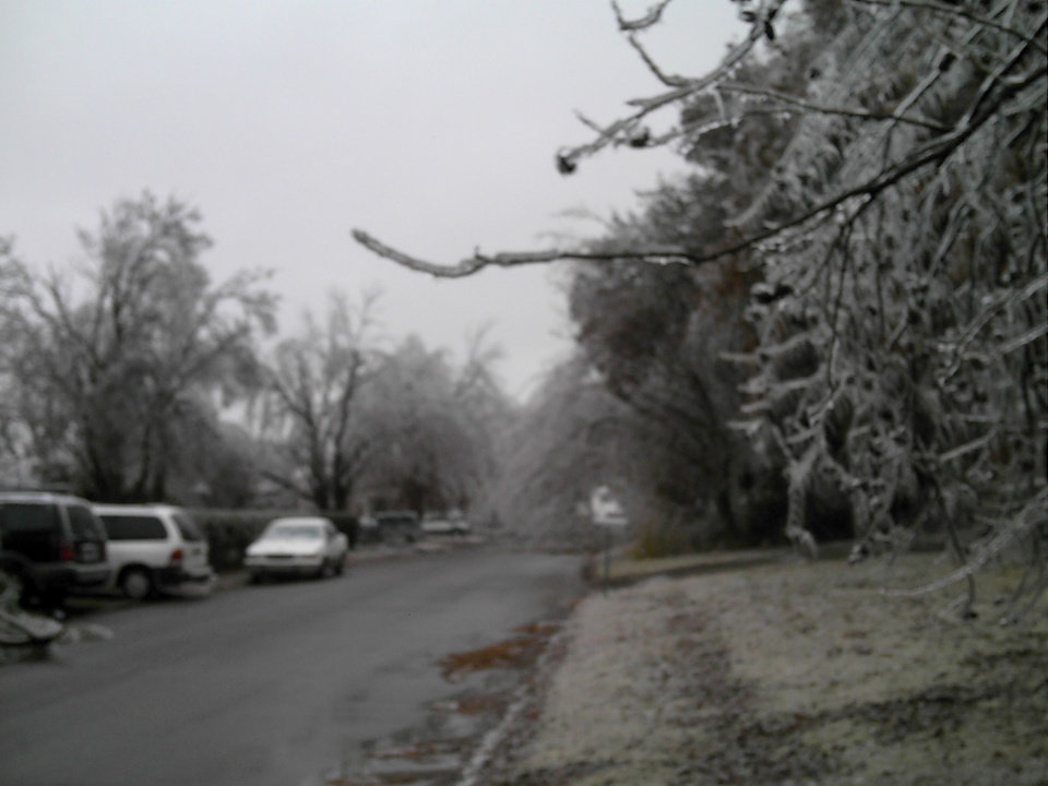 Looking down my street. N.E. 11th Street Midwest City. On the 9th of December 2007<br/><b>Community Photo By:</b> Elizabeth Spoor<br/><b>Submitted By:</b> elizabeth, Midwest City