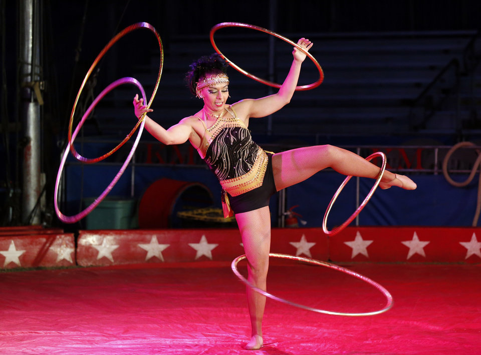 Photo -  Deya Rosales performs at the Hugo-based Kelly Miller Circus on Tuesday in Pauls Valley. [PHOTO BY STEVE SISNEY, THE OKLAHOMAN]