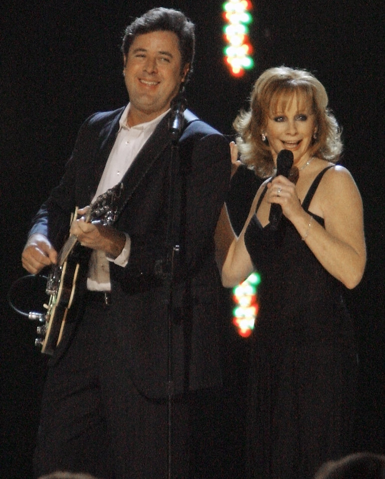 Photo - CONCERT: Vince Gill and Reba McEntire perform during the Centennial Spectacular to celebrate the 100th birthday of the State of Oklahoma at the Ford Center on Friday, Nov. 16, 2007, in Oklahoma City, Okla.   Photo By CHRIS LANDSBERGER, The Oklahoman ORG XMIT: KOD