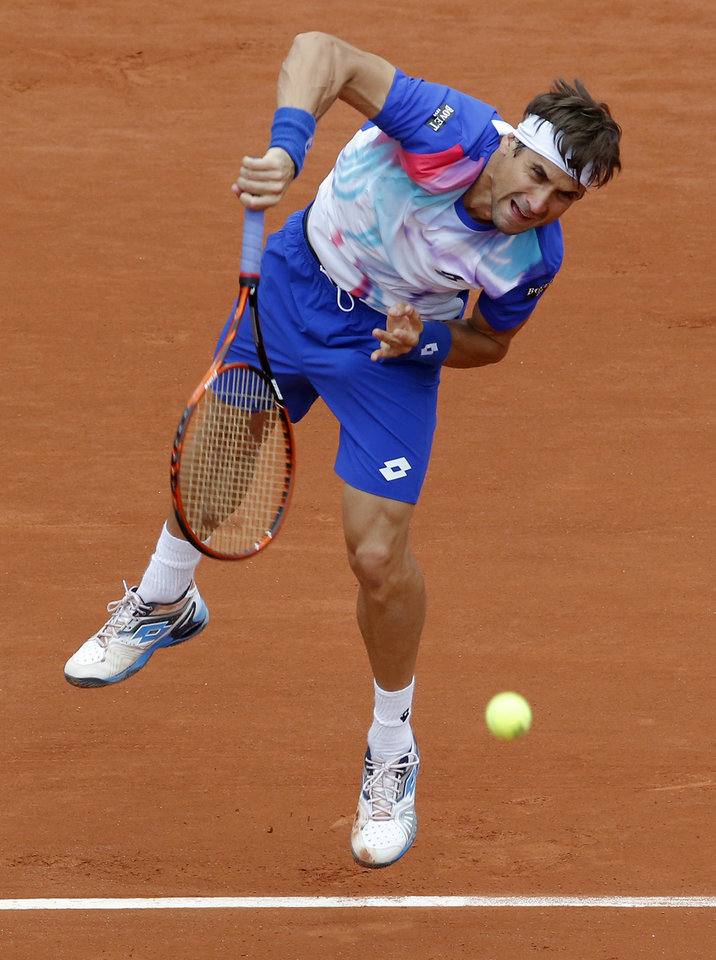 Photo - Spain's David Ferrer serves the ball to Italy's Simone Bolelli during their second round match of  the French Open tennis tournament at the Roland Garros stadium, in Paris, France, Thursday, May 29, 2014. (AP Photo/Michel Euler)