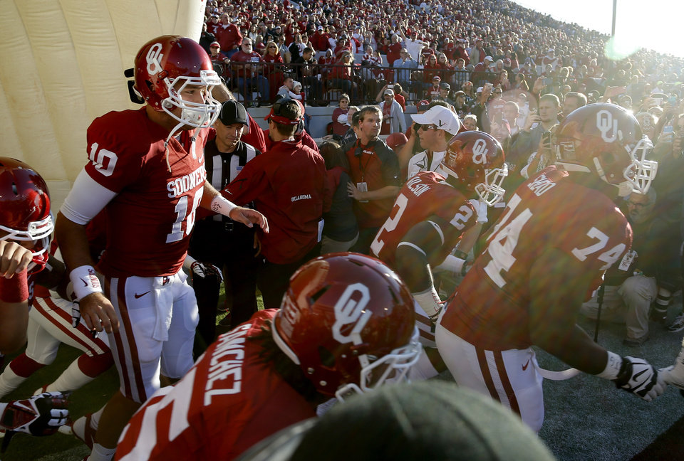 Oklahoma's Blake Bell (10) takes the field before a college football game between the University of Oklahoma Sooners (OU) and the TCU Horned Frogs at Gaylord Family-Oklahoma Memorial Stadium in Norman, Okla., on Saturday, Oct. 5, 2013. Oklahoma won 20-17. Photo by Bryan Terry, The Oklahoman