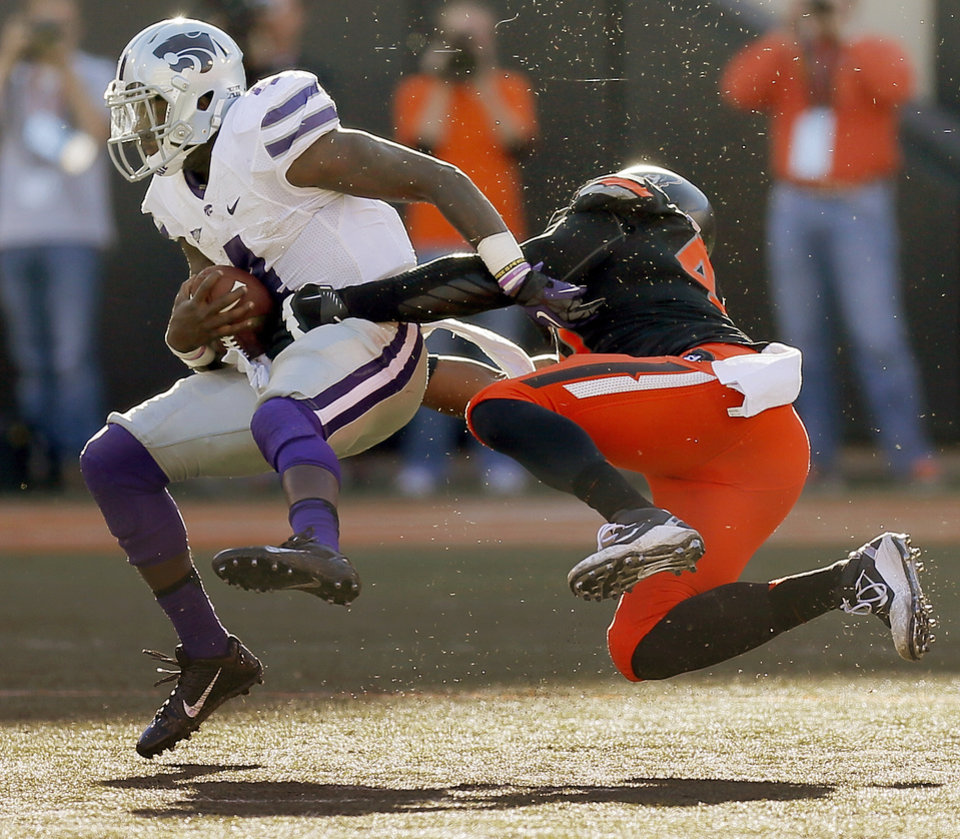 Oklahoma State\'s Tyler Johnson (40) sacks Kansas State\'s Daniel Sams (4) in the fourth quarter during a college football game between the Oklahoma State University Cowboys (OSU) and the Kansas State University Wildcats (KSU) at Boone Pickens Stadium in Stillwater, Okla., Saturday, Oct. 5, 2013. OSU won, 33-29. Photo by Nate Billings, The Oklahoman