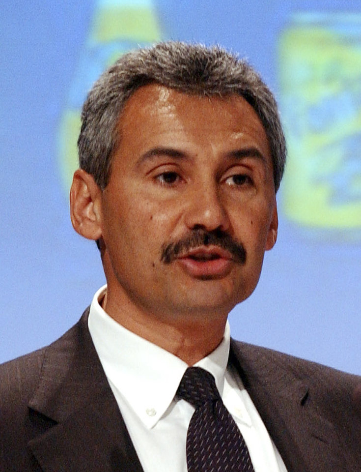 Photo -   FILE - In this Nov. 9, 2006 file photo, then-CEO of PepsiCo Europe Zein Abdalla talks to the media during a joint news conference with European Union Commissioner for Health and Consumer Protection at the EU Commission headquarters in Brussels. PepsiCo Inc. on Tuesday, Sept. 11, 2012 said that Abdalla was named to replace its president, John Compton, who is leaving to become CEO of a privately held company after less than a year on the job. (AP Photo/Thierry Charlier, File)
