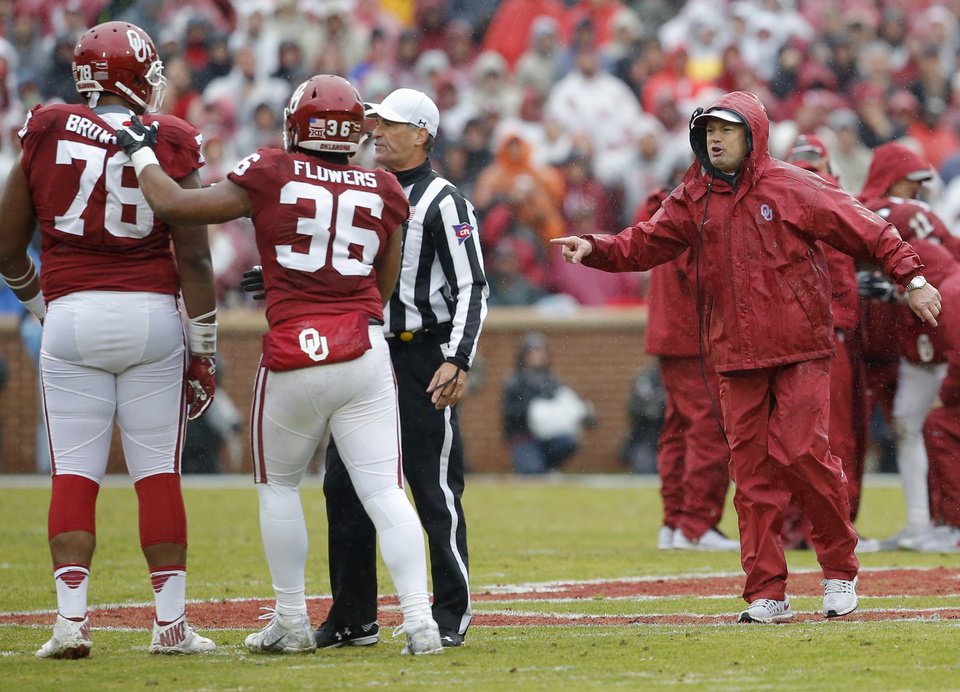 Photo - Oklahoma coach Bob Stoops shouts to keep his players back after Oklahoma's Dede Westbrook (11) was injured during the Bedlam college football game between the Oklahoma Sooners (OU) and the Oklahoma State Cowboys (OSU) at Gaylord Family - Oklahoma Memorial Stadium in Norman, Okla., Saturday, Dec. 3, 2016. Oklahoma won 38-20. Photo by Bryan Terry, The Oklahoman