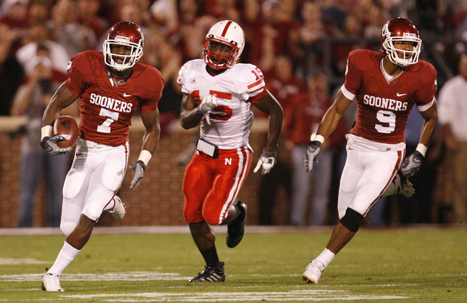 Oklahoma's DeMarco Murry (7) out runs Nebraska's Alfonzo Dennard (15) as Juaquin Iglesias (9) trails on the play during the first half of the college football game between the University of Oklahoma Sooners (OU) and the University of Nebraska Huskers (NU) at the Gaylord Family-Oklahoma Memorial Stadium, on Saturday, Nov. 1, 2008, in Norman, Okla. 