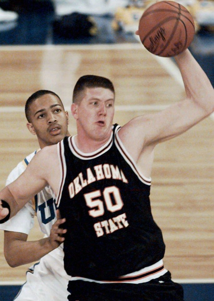 Photo - Big Country, Bryant Reeves, OSU, looks to pass as he's defended by Tyus Edney of UCLA  during first-half, NCAA basketball Final Four semifinal action Saturday, April 1, 1995, at the Seattle Kingdome. SPORTS COLOR DRIVE 25P8 X 36P PAGE 1-B