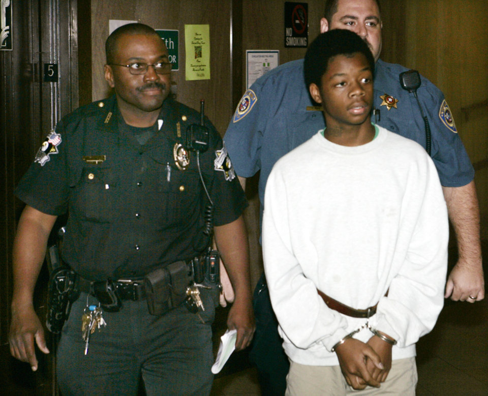Photo - PHARMACY SHOOTING: Jevontia Ingram is taken into Judge Fred Doak's courtroom in the Oklahoma County Courthouse in Oklahoma City, Oklahoma September 25, 2009. Photo by Steve Gooch, The Oklahoman ORG XMIT: KOD