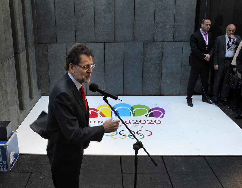 Spanish Prime Minister Mariano Rajoy speaks to the press after a meeting with the International Olympic Committee during the first day of an inspection tour for the candidate city of the 2020 Olympic Games in Madrid, Spain, Monday, March 18, 2013. (AP Photo/Andres Kudacki).