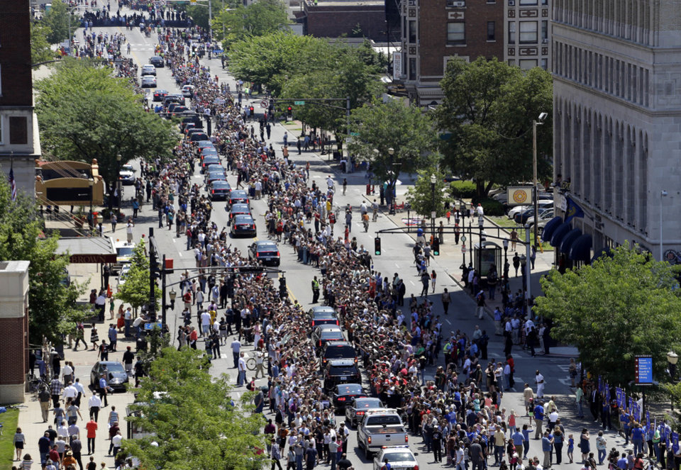 Photo - Muhammad Ali's funeral procession passes as onlookers line the street Friday, June 10, 2016, in Louisville, Ky. (AP Photo/Jeff Roberson)