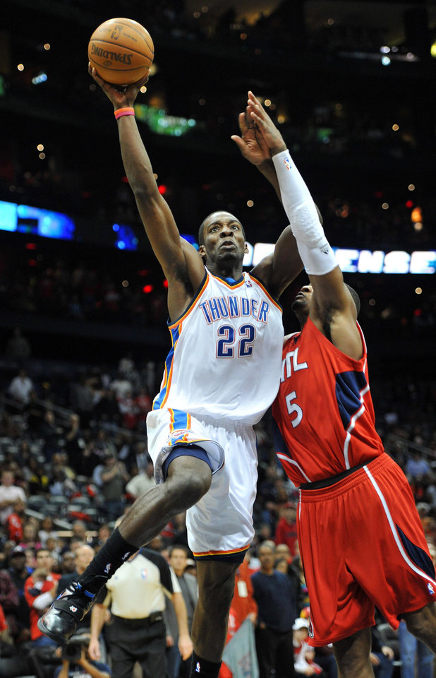 Photo - Oklahoma City Thunder's Jeff Green (22) goes to the basket against Atlanta Hawks' Josh Smith (5) with just under 15 seconds left in the game to score in the fourth quarter of an NBA basketball game in Atlanta, Monday, Jan. 18, 2010. The Thunder won 94-91.  (AP Photo/Rich Addicks) ORG XMIT: GARA104