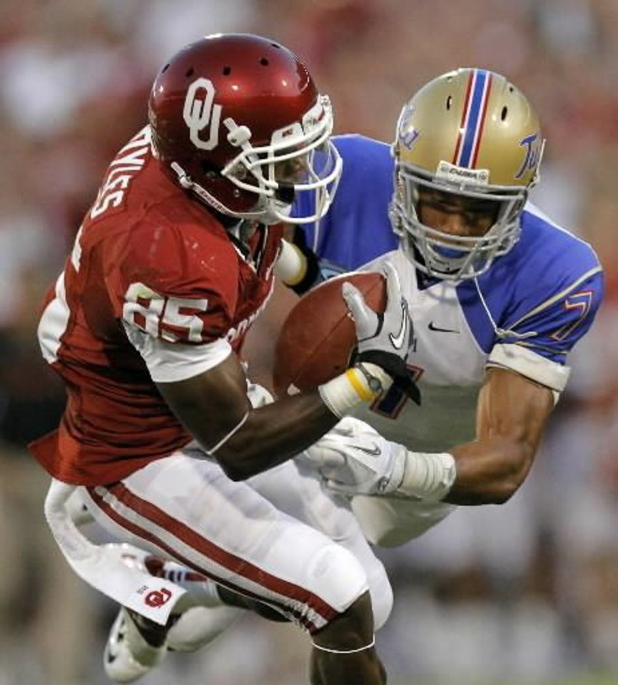 Photo - Oklahoma's Ryan Broyles (85) makes a catch in front of Tulsa's Lowell Rose (7) during the college football game between the University of Oklahoma Sooners ( OU) and the Tulsa University Hurricanes (TU) at the Gaylord Family-Memorial Stadium on Saturday, Sept. 3, 2011, in Norman, Okla. Photo by Chris Landsberger, The Oklahoman ORG XMIT: KOD