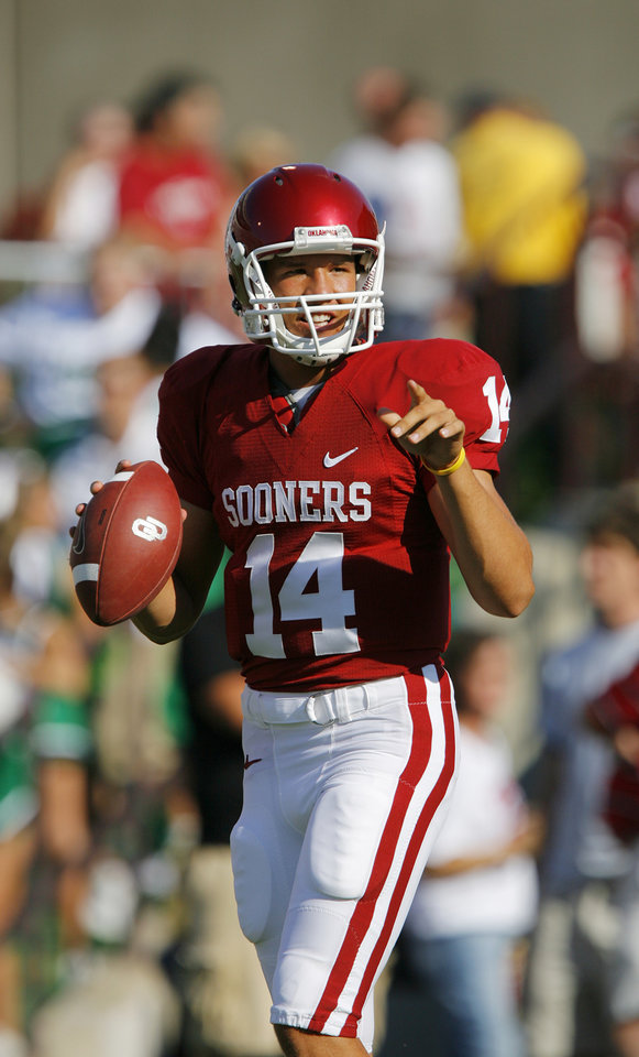 Photo - Sam Bradford during the University of Oklahoma Sooners (OU) college football game against the University of North Texas Mean Green (UNT) at the Gaylord Family -- Oklahoma Memorial Stadium, on Saturday, Sept. 1, 2007, in Norman, Okla.   By CHRIS LANDSBERGER, The Oklahoman  ORG XMIT: KOD