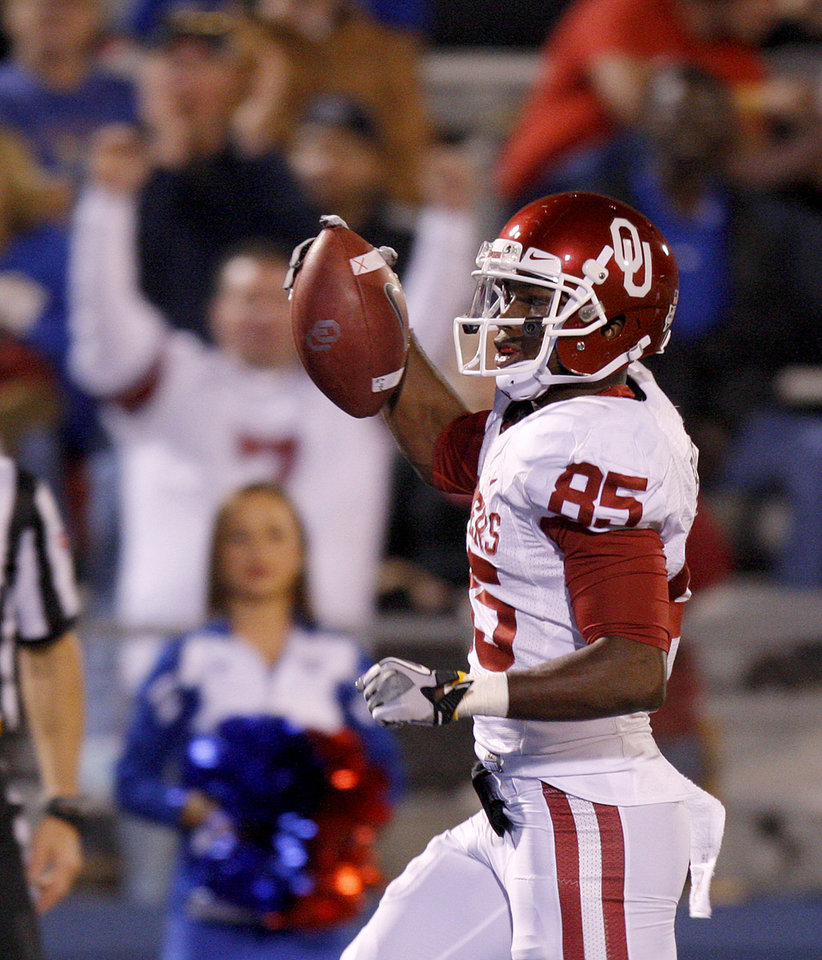 Photo - Oklahoma's Ryan Broyles (85) scores a touchdown during the college football game between the University of Oklahoma Sooners (OU) and the University of Kansas Jayhawks (KU) at Memorial Stadium in Lawrence, Kansas, Saturday, Oct. 15, 2011. Photo by Bryan Terry, The Oklahoman