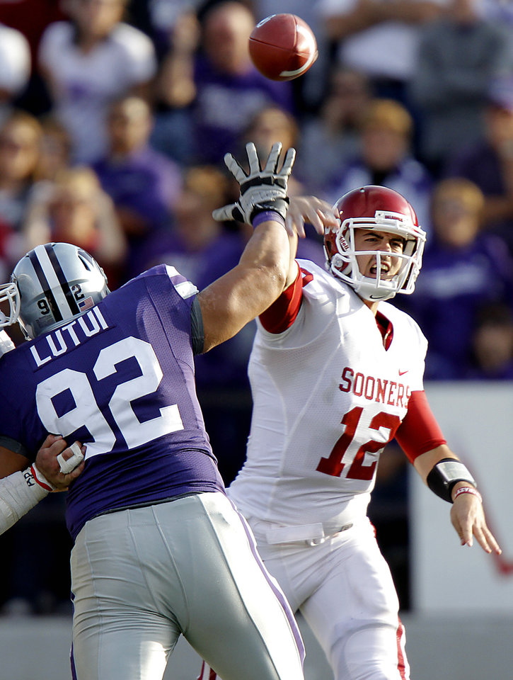 Photo - Oklahoma Sooners' Landry Jones (12) throws the ball past Kansas State Wildcats' Vai Lutui (92) during the college football game between the University of Oklahoma Sooners (OU) and the Kansas State University Wildcats (KSU) at Bill Snyder Family Stadium on Saturday, Oct. 29, 2011. in Manhattan, Kan. Photo by Chris Landsberger, The Oklahoman  ORG XMIT: KOD