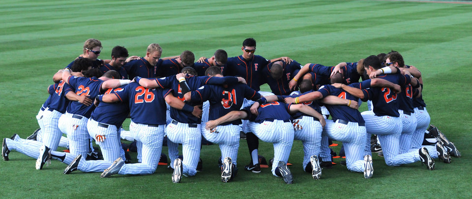 Photo - Fullerton baseball team gathers prior to the start of an NCAA college baseball regional tournament game in Stillwater, Okla., Sunday, June 1, 2014. (AP Photo/Brody Schmidt)