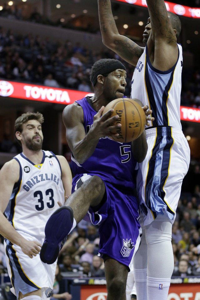 Sacramento Kings' John Salmons (5) tries to go between Memphis Grizzlies' Marreese Speights, right, and Marc Gasol (33), of Spain, during the first half of an NBA basketball game in Memphis, Tenn., Friday, Jan. 18, 2013. (AP Photo/Danny Johnston)