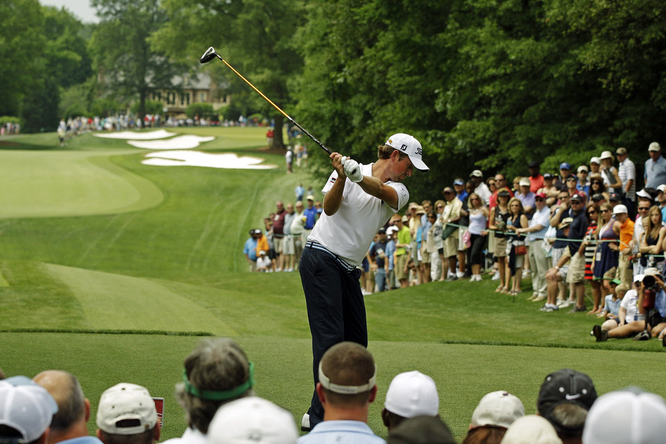 Photo -   Webb Simpson prepares to hit his tee shot on the fourth hole during the final round of the Wells Fargo Championship golf tournament at Quail Hollow Club in Charlotte, N.C., Sunday, May 6, 2012. (AP Photo/Chuck Burton)