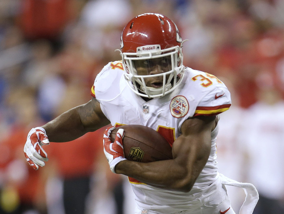 Photo - Kansas City Chiefs running back Knile Davis (34) runs during the first half of an NFL wild-card playoff football game against the Indianapolis Colts Saturday, Jan. 4, 2014, in Indianapolis. (AP Photo/AJ Mast)