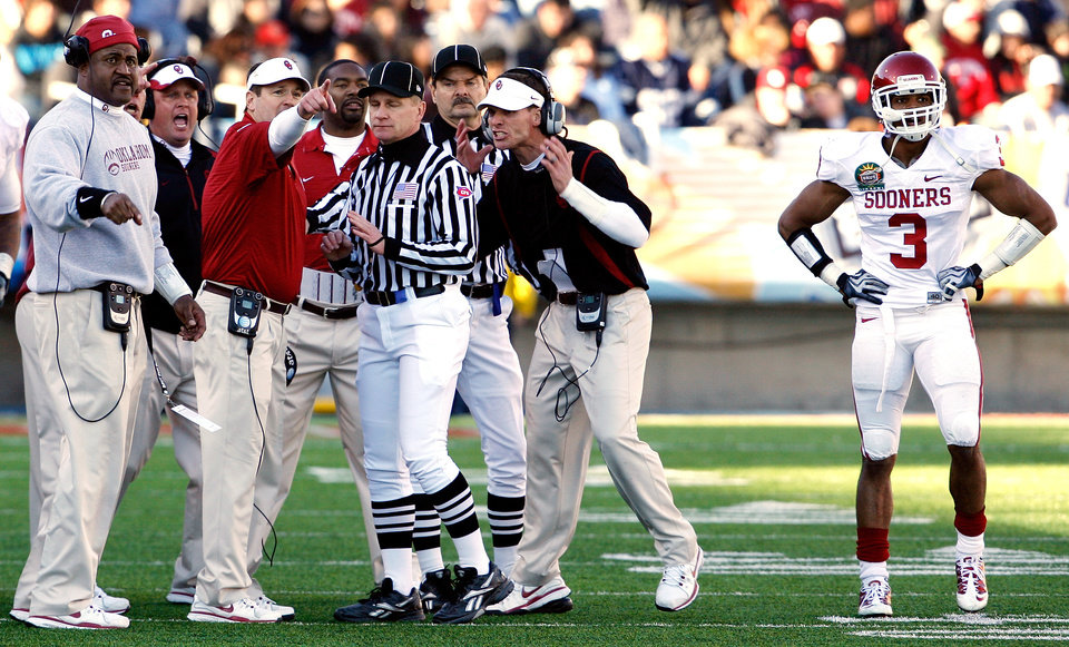Photo - Head Coach Bob Stoops and other coaches disagree with the ruling on a Ryan Broyles punt return that gave Stanford the ball during the second half of the Brut Sun Bowl college football game between the University of Oklahoma Sooners (OU) and the Stanford University Cardinal on Thursday, Dec. 31, 2009, in El Paso, Tex.   Photo by Steve Sisney, The Oklahoman