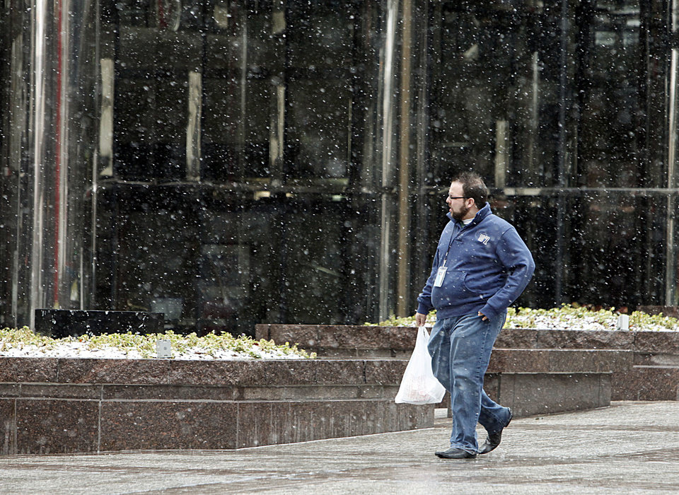 Photo - WINTER WEATHER: Snow falls at Leadership Square in downtown Oklahoma City, OK, Monday, Feb. 8, 2010. By Paul Hellstern, The Oklahoman ORG XMIT: KOD