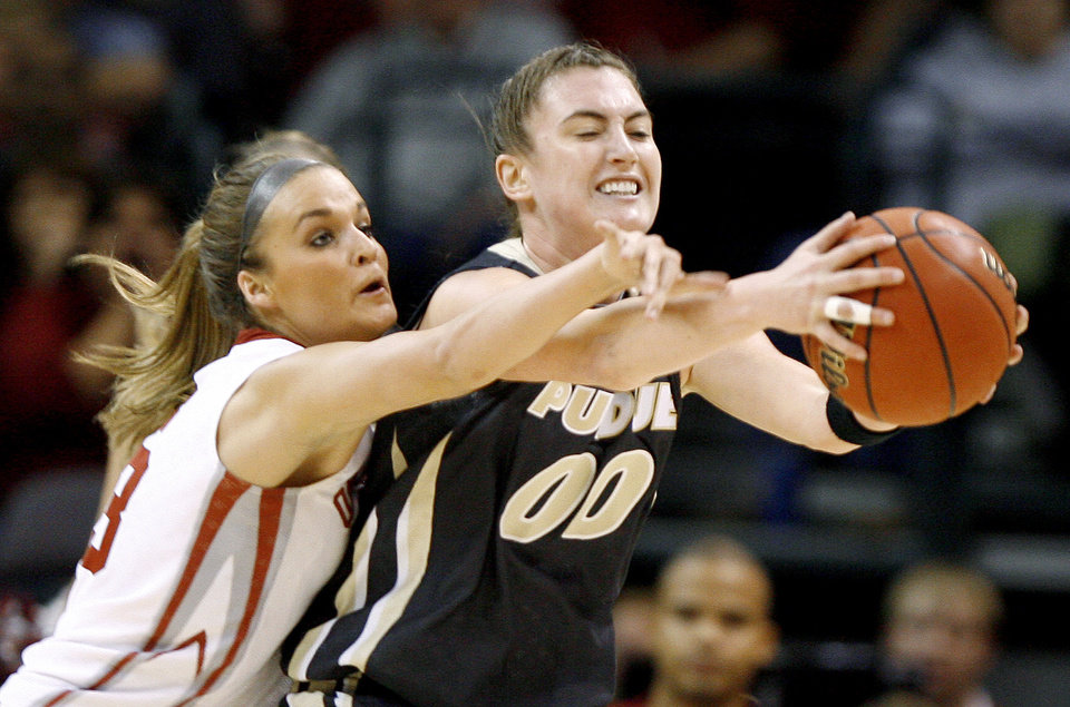 Photo - OU's Jenny Vining puts pressure on Purdue's Jodi Howell during the NCAA women's basketball regional  tournament finals between Oklahoma and Purdue at the Ford Center in Oklahoma City, Tuesday, March 31, 2009.  Photo by Bryan Terry, The Oklahoman