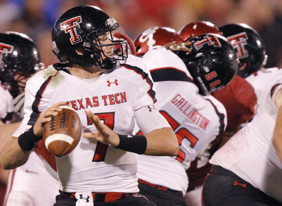 Texas Tech\'s Seth Doege (7) looks to pass the ball during the college football game between the University of Oklahoma Sooners (OU) and Texas Tech University Red Raiders (TTU) at the Gaylord Family-Oklahoma Memorial Stadium on Saturday, Oct. 22, 2011. in Norman, Okla. Photo by Chris Landsberger, The Oklahoman ORG XMIT: KOD