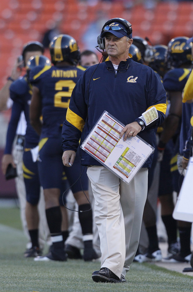 Photo -   FILE - In this Sept. 3, 2011, file photo, California head coach Jeff Tedford walks the sideline during NCAA college football game against Fresno State in San Francisco. Tedford was fired on Tuesday, Nov. 20, 2012, after 11 seasons at California that began with great promise and ended with a disappointing run of mediocrity. (AP Photo/Jeff Chiu, File)