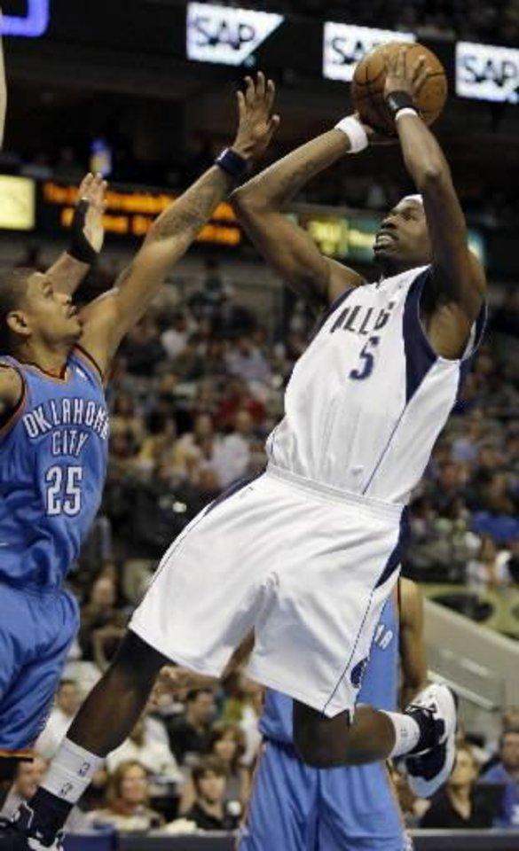 Dallas Mavericks guard Josh Howard (5) shoots against Oklahoma City  Thunder guard Earl Watson (25) during the first half of the NBA basketball game in Dallas, Friday, Feb. 27, 2009. (AP Photo/LM Otero)