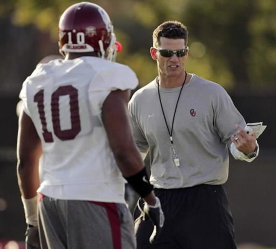 Oklahoma associate head coach defensive coordinator linebackers Brent Venables, right, talks to  Mike  Balogun (10) during football practice at Barry University in Miami, Friday, Jan. 2, 2009. Oklahoma plays Florida in the BCS Championship NCAA college football game on Thursday, Jan. 8. (AP Photo/J. Pat Carter)
