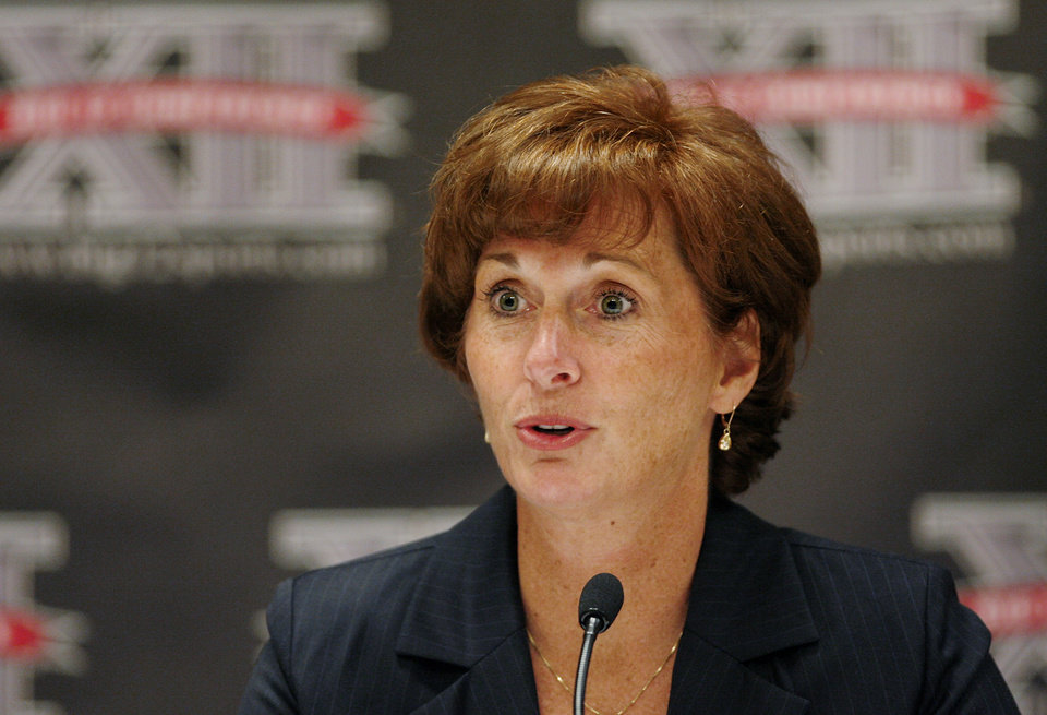 Photo - University of Texas women's college basketball coach  Gail Goestenkors answers questions from sports writers during the morning session of the Big 12 Basketball Media Day at the Cox Convention Center Wednesday,  October 22, 2008.   BY JIM BECKEL, THE OKLAHOMAN ORG XMIT: KOD