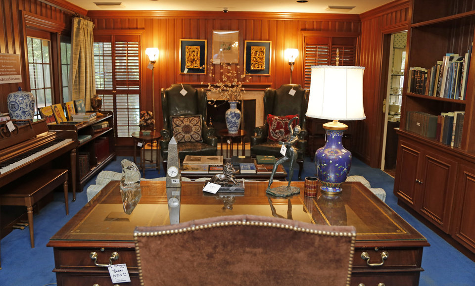 Photo -  The home office and desk of Lawrence E. Walsh are seen.  Photo by Doug Hoke, The Oklahoman   DOUG HOKE -  THE OKLAHOMAN